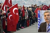"""Rasismus v Evropském parlamentu: """"Turci jsou barbarští psi,"""" volal Řek"""