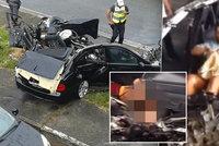 BMW skončilo po nehodě vejpůl: Řidič zemřel, pasažérka si upravovala make-up!