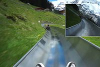 Projeďte se po nejkrásnější bobové dráze: Při sjezdu můžete obdivovat zasněžené vrcholky Alp!