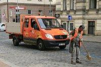 Jarní úklid ulic v Praze: Přeparkujte si vozy, vzkazují silničáři
