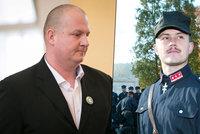 Kotlebův poslanec přišel do parlamentu s pistolí, byla nabitá ostrými