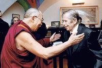 Čínského prezidenta bude v Praze vítat Havel a dalajláma. Na billboardu