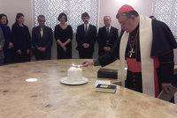 Poslanci se dají na modlení: Sněmovna otevřela vlastní kapli