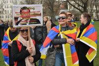Sobotka: Strhávání tibetských vlajek není úkolem policie. Ta uznala chybu