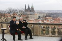 """Čína chce po Česku důkaz loajality. """"Má nás za vazaly,"""" zlobí se politici"""