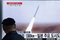 """KLDR měla odpálit další raketu do moře. """"Neprovokujte,"""" zaznělo od sousedů a USA"""