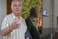 Dva sedmdesátníci málem ubili muže: Byla to sebeobrana, byl opilý, brání se