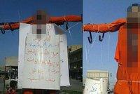 ISIS popravil dva údajné špehy: Ukřižovali je na náměstí v Rakce!
