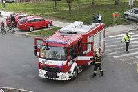 Mohutný požár drátovny v Bomuníně, hasí ho deset hasišských jednotek