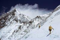 Sněhová bouře zabila v Nepálu osm horolezců. Na lepší počasí čekali marně