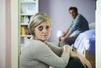 Domácí násilí graduje v dubnu - týká se každé 20 domácnosti