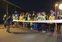 """Běh pro Světlušku opět """"rozsvítí"""" noční Prahu: Na závod se chystají tisíce lidí"""