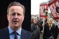 """""""Finanční teroristo. Zloději."""" Cameron to schytal kvůli škrtům i Panama Papers"""
