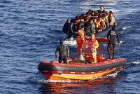 """Středozemní moře pohltilo čtyři """"uprchlické"""" lodě: Stovky migrantů se utopily"""