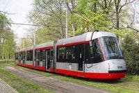 Proč nejezdily v centru Prahy tramvaje? O problému tvrdých kol se ví už 11 let. Koleje ničí »Porsche«