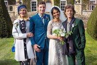 Syn Micka Jaggera se oženil! Vzal si indickou herečku, na svatbě se sešli i rozvedení rodiče
