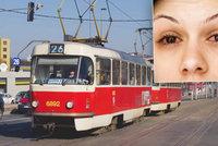 Ženě v plzeňské tramvaji poleptali oči! Řidič prosby o pomoc ignoroval