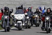 Putinovi Noční vlci míří k Polsku. Motorkáři odmítají ustoupit zákazu Varšavy
