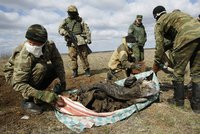 Na Ukrajině opět zuří boje. Separatisté zastřelili dva vojáky a metají granáty