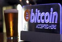 Hodnota bitcoinu se blíží 100 tisíci korun, překonala další laťku
