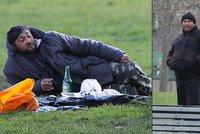 Migranti kalí před pětihvězdičkovým Ritzem vodku a pivo: Kempují nelegálně v parku