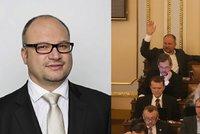 Poslanec ČSSD požádal o vydání ke stíhání. Tvrdí, že při bouračce neřídil