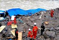 V Číně se otřásly hory: Bahno pohřbilo 10 lidí, 31 se stále pohřešuje