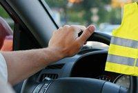 Chaos kolem reflexních vest. Zmatení řidiči si je měnit nemusí, tvrdí Ťok