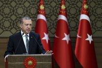 Erdogan vyhlásil výjimečný stav: Neopouštíme demokracii, zatýkání bude pokračovat