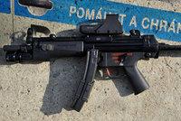 Česká policie zbrojí na teroristy. Pořídí si přes tisíc zbraní za 46 milionů