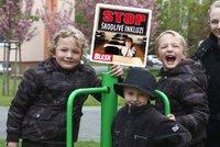 """Maminka dvojčat věřila v inkluzi, ale: Své """"jiné"""" kluky do továrny na vzdělání nedám"""