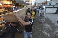 Teroristé vystříleli kavárnu: Prošli přes 3 policejní hlídky, pak začali pálit