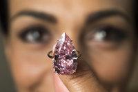 Unikátní růžový diamant se vydražil za 750 milionů. Je vsazený do prstenu