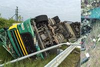 Na Pražském okruhu boural kamion: Zelenina, kterou vezl, skončila v příkopu