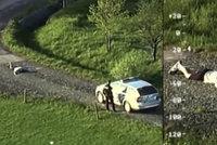 Takhle se chytá vězeň na útěku: Policisté zveřejnili záběry z dopadení uprchlého muže