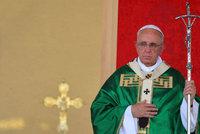 Papež: Neotevírejme uprchlíkům dveře bez rozmyslu, dobývání k islámu patří