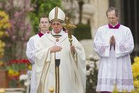 """Kryjete sexuální predátory? Přijdete o místo: Papež """"zatočí"""" s biskupy"""