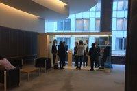 """Kuřácký """"kurník"""" uprostřed Evropského parlamentu: Poslanci se nevejdou"""
