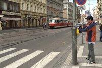 """Chvíli zapnuto, chvíli vypnuto: Strossmayerovo náměstí bude zase """"bez semaforů"""""""