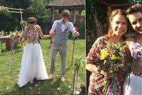 Polonahá nevěsta: Míša Doubravová se vdala v proklatě odvážných šatech!