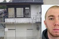 Nebezpečný vězeň na útěku: Recidivista je prý za hranicemi, máme se bát?