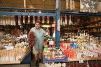 Maďaři si vymohli znovuotevření obchodů o nedělích. Jak dopadnou Češi?
