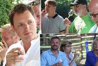 Herci z Divadla Kalich Suchařípa s Křížem se alkoholu na slunci nebojí!