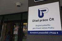 Nezaměstnanost v Česku stoupá: Mohou za to noví absolventi