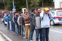 Stovka migrantů chtěla přejít do EU. Bosna kvůli tomu uzavřela přechod