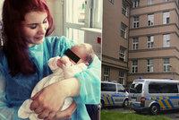 Anděl strážný z Bulovky se rozloučil se zachráněným miminkem: Míše už našli novou maminku