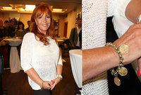 Marcela Holanová (65) mládne  Oblékla roztrhané džíny a ověsila se šperky 18d9a93077