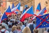 Odchod z EU jako hrozba: V případě czexitu by čtvrtina firem zmizela do zahraničí
