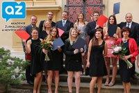 Akademie žurnalistiky a nových médií: První slavnostní vyhlášení absolventů!
