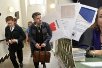 Rudé trenky z Hradu u soudu: Kousek standarty dostala od Ztohoven i soudkyně